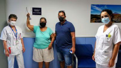 Pacientes oncológicos de La Candelaria celebran el fin de tratamiento haciendo sonar una campana