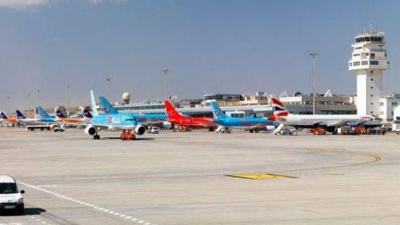 Las aerolíneas reducen un 20% las plazas