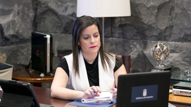 Castilla pide más restricciones para revertir en cuatro semanas la advertencia alemana a los viajes a Canarias