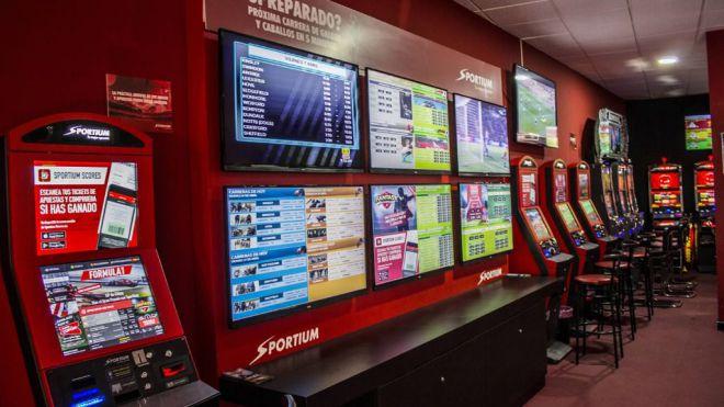 El Parlamento aprueba la ley que suspende nuevas licencias de locales de apuestas, bingos y casinos en Canarias