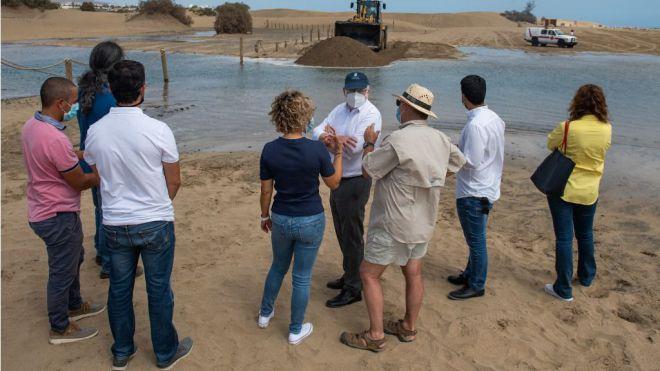 La Charca del Oasis de Maspalomas alcanza su máximo apogeo con la entrada de 20.000 m3 de agua de mar, oxigenación y cientos de alevines