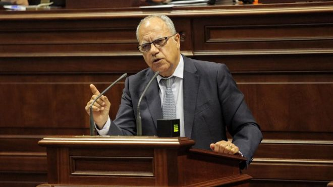 Curbelo insiste en implantar corredores seguros y los test en aeropuertos para salvar el turismo en Canarias
