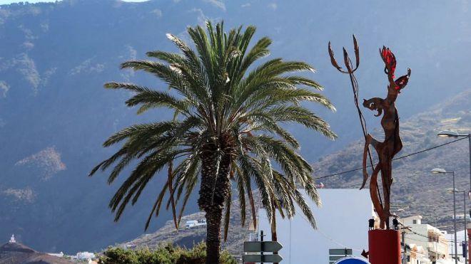 """El Ayuntamiento de La Frontera inaugura la escultura """"El Diablo"""""""