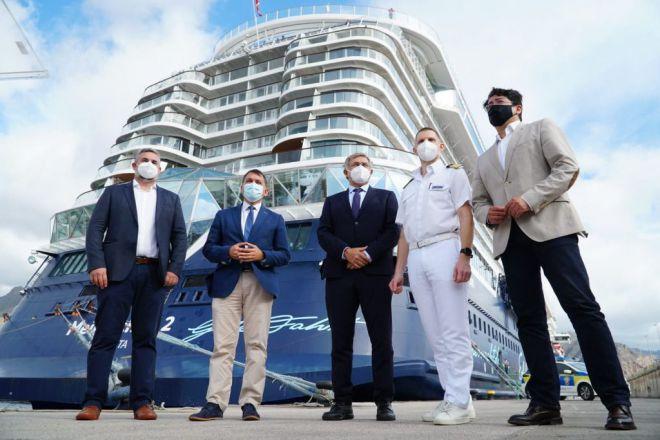 El puerto de Tenerife recibe su primer crucero con pasajeros de la temporada 2020-2021