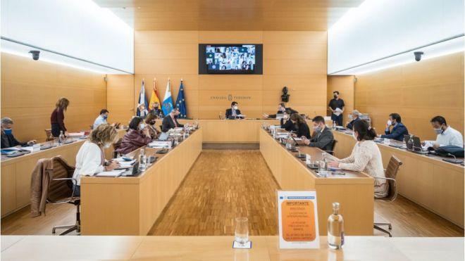 El Cabildo reprueba a Pedro Sánchez y sus ministros por su nefasta gestión sobre la inmigración