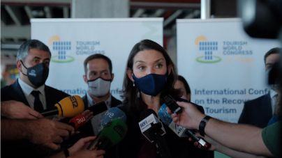 Reyes Maroto defiende las 'soluciones habitacionales seguras' para los migrantes irregulares de Canarias