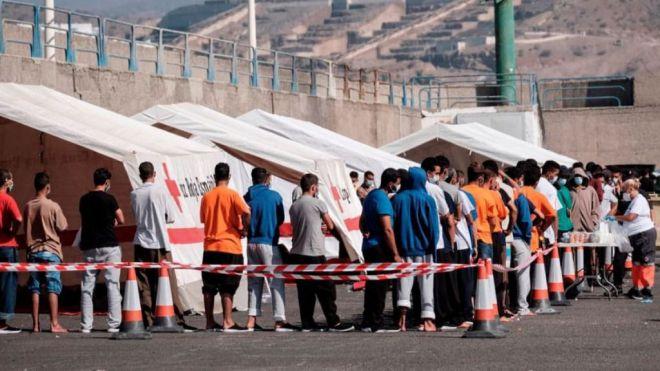 """Luis Campos mantiene la exigencia de derivar a los migrantes con """"transparencia y procesos reglados"""""""