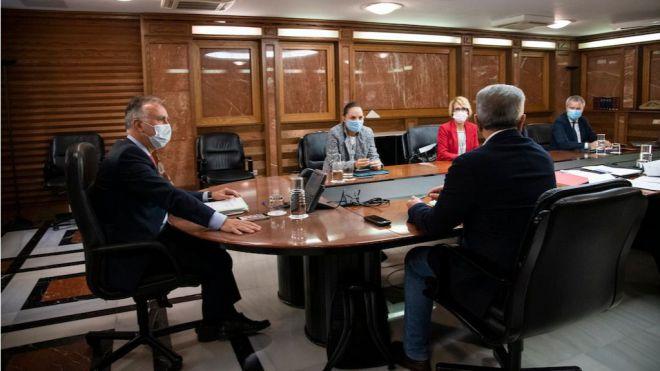 Canarias sufragará los test antiCOVID a los residentes canarios en Península que regresen por Navidad a las Islas