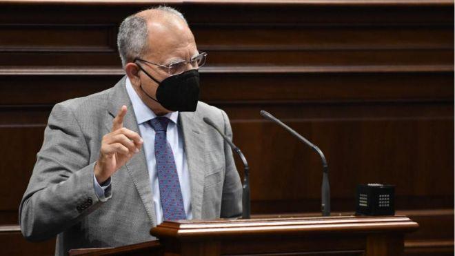 Curbelo apela al Estado para que valore el uso de los test de antígenos para el turismo en Canarias