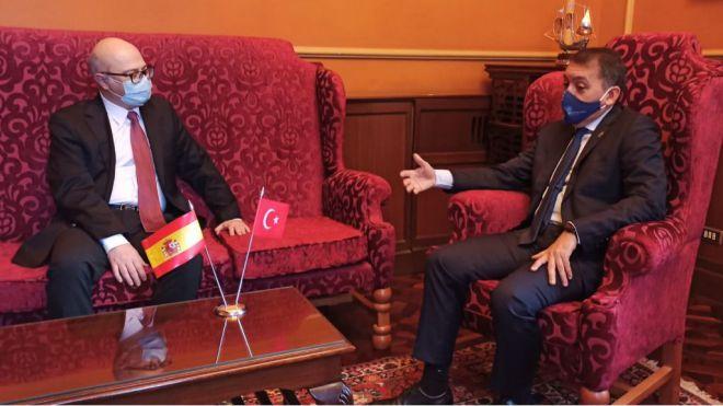 Santa Cruz y el embajador de Turquía hallan intereses económicos y sociales comunes