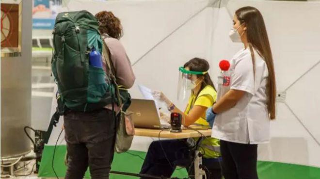 Más de 13.000 viajeros nacionales llegan a los aeropuertos canarios con una prueba diagnóstica negativa