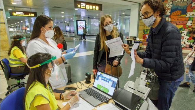 Sanidad prorroga hasta el día 17 los test de COVID-19 a los viajeros nacionales que llegan a Canarias