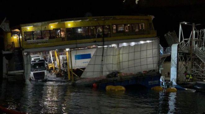 Atracan el 'Bentago Express' en el puerto de Las Nieves