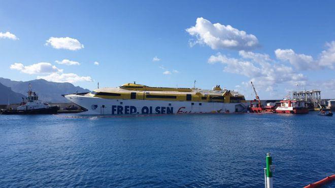 Fred Olsen espera tener asegurada la integridad del 'Bentago Express' en dos días