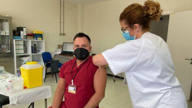 Sanidad ha administrado la vacuna contra la COVID a 39.339 personas de los grupos 1 y 2
