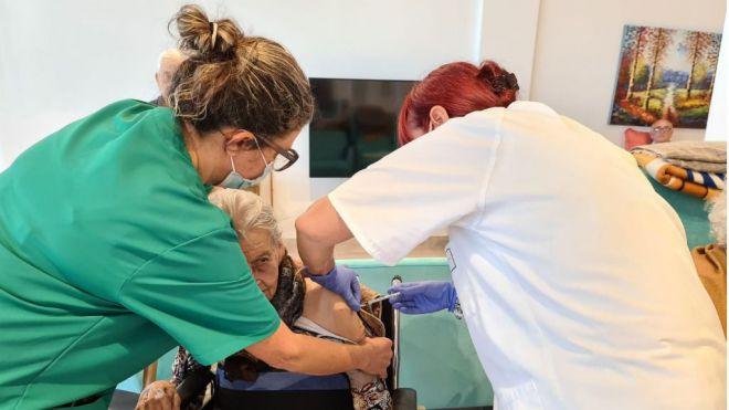 Intersindical Canaria denuncia la mala gestión del proceso de vacunación que está realizando el Gobierno de Canarias