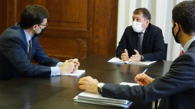 Santa Cruz pide al Estado que busque en la UE soluciones al drama en migración