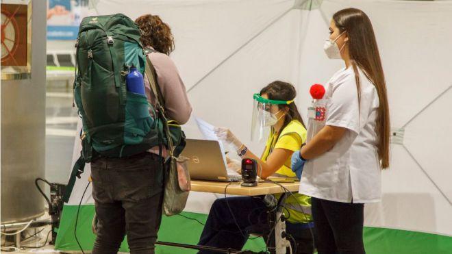 Sanidad prorroga hasta el día 15 de febrero los test de COVID-19 a viajeros nacionales