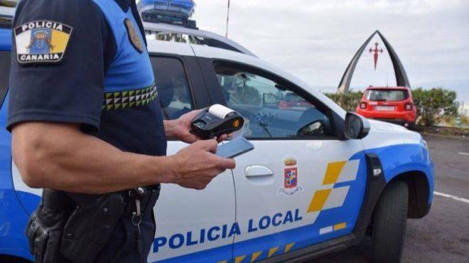 La Policía Local detiene a un individuo por intento de robo en una farmacia ubicada en la zona costera del municipio