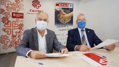 Spar y Cáritas formalizan un convenio para impulsar el empleo