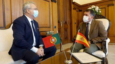 El Ayuntamiento de Santa Cruz recibe la visita oficial del cónsul honorario de Portugal