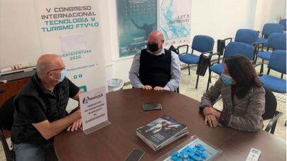 Paloma Hernández y Juan Bernardo Fuentes informan a los empresarios turísticos de Fuerteventura sobre las líneas de ayuda del Estado