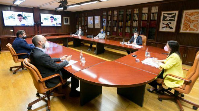 Castilla mediará para frenar el alza de las tasas portuarias en La Gomera por su directa afección al turismo de la Isla