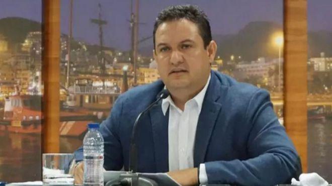 Suspendida cautelarmente la expulsión del alcalde de Arona, José Julián Mena