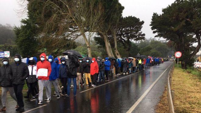 Más de mil personas se manifiestan en Tenerife en contra de la política migratoria
