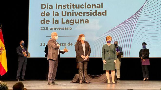 La Universidad de La Laguna distingue al Cabildo de La Gomera por su compromiso con la educación