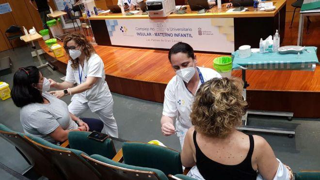 La Consejería de Sanidad administra 213.255 dosis de las tres vacunas disponibles