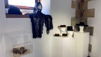 La Casa de La Bodega se viste 'De Pies a Cabeza' con una exposición de tocados y calzados de nuestros antepasados