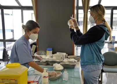 Los equipos de vacunación del SCS superan las 404.000 dosis administradas a la población diana de las islas