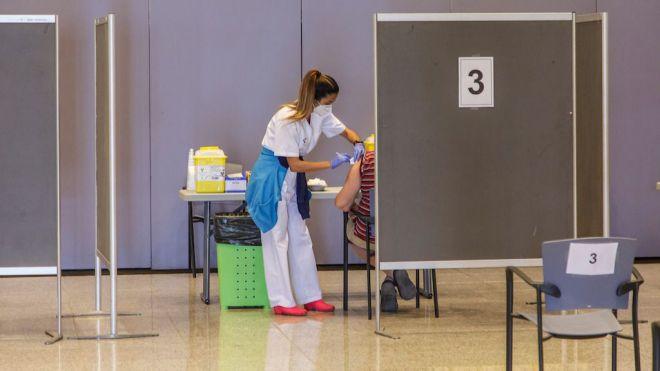 Canarias administra 438.858 dosis de vacunas contra la COVID-19