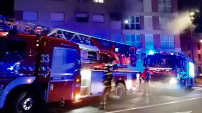 Un fallecido y dos heridos de diversa consideración en un incendio en un edificio en Tenerife