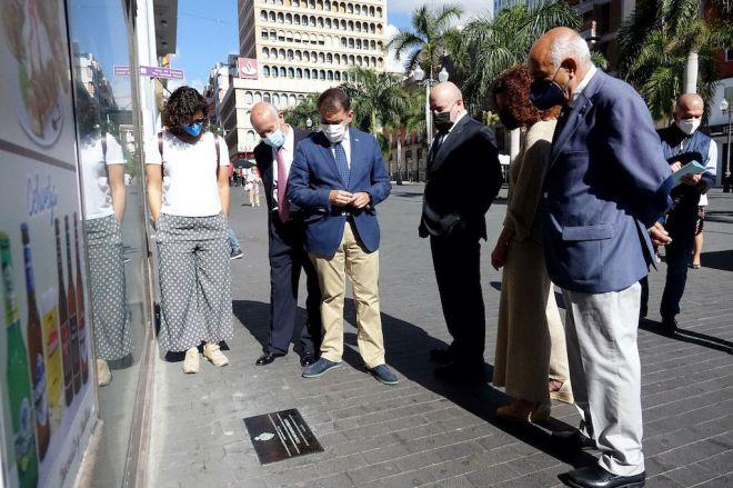 4 placas recuerdan las históricas sedes del CD Tenerife en Santa Cruz