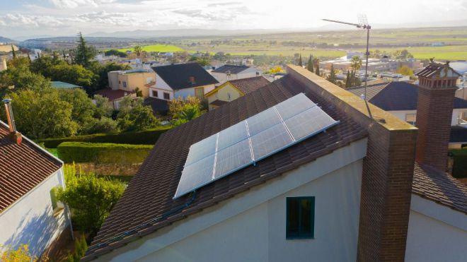 Más de 120.000 edificios y casi 225.000 viviendas unifamiliares en Canarias pueden instalar paneles solares