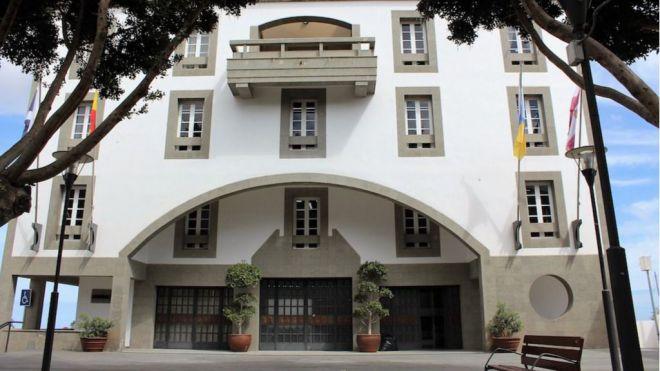 El pleno del Ayuntamiento respalda su defensa al servicio público de Correos en el municipio