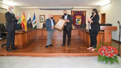 Carmelo Padrón Morales toma posesión de su cargo de cronista oficial de La Frontera