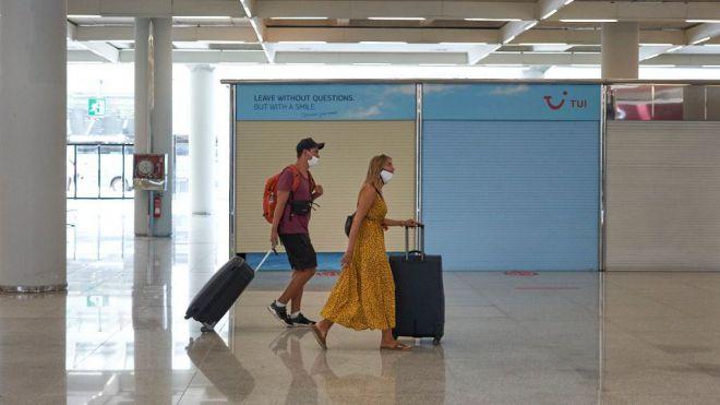 Canarias deja de ingresar 115 millones en turismo británico cada semana