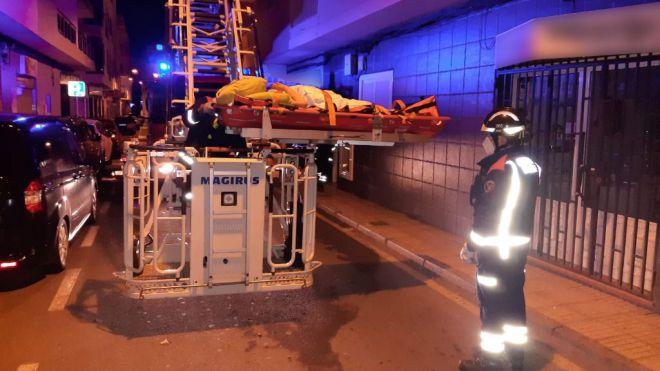 Bomberos de Tenerife y el SUC rescatan a una mujer en su domicilio con fractura de cadera