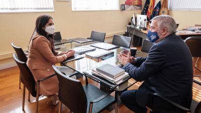 Espino solicita la colaboración de las universidades en la lucha contra el fracaso escolar y la obesidad infantil