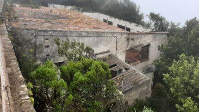 El Cabildo urge a Santa Cruz a tomar medidas en las ruinas del edificio del Pico del Inglés
