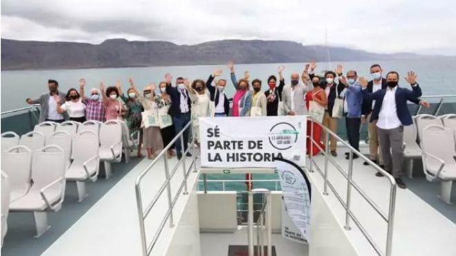 Los dentistas de Las Palmas apoyan la retirada de la campaña «La Graciosa sin humo»