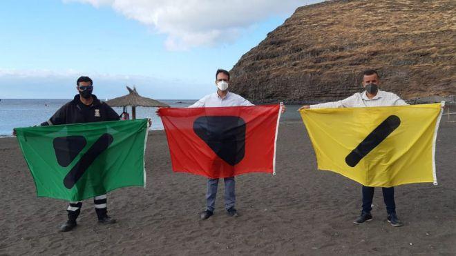 El Ayuntamiento de San Sebastián de La Gomera instala en sus playas banderas inclusivas para las personas daltónicas