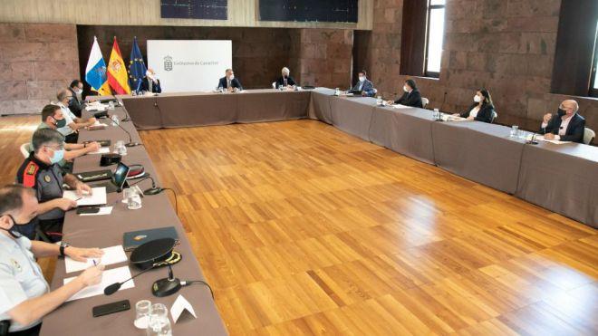 Canarias descarta solicitar el estado de alarma y reforzará la seguridad y las sanciones para frenar los contagios