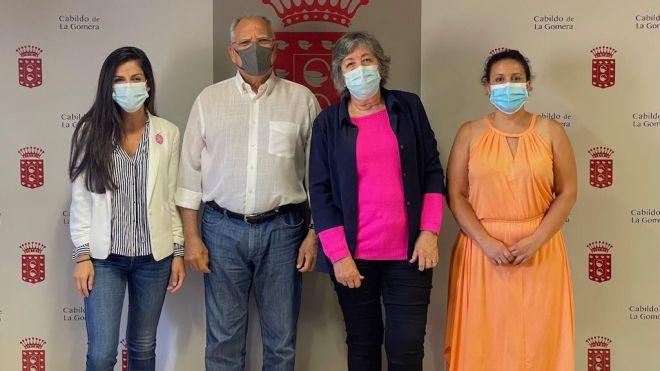 La Gomera y Ámate coordinan acciones para mejorar la atención de pacientes con cáncer de mama de La Gomera