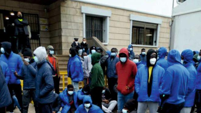Protesta de la migración concentrada en el campamento de Las Raices