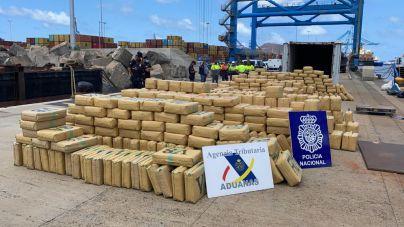 Interceptado en aguas cercanas a Canarias un buque cargado con 20 toneladas de hachís
