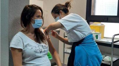 Sanidad anima a las mujeres embarazadas a vacunarse contra la COVID-19